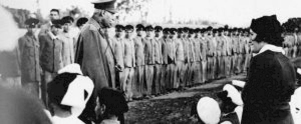 Reza Shah visiting the students and teachers of Hamadan schools, 1936.(Photo: Alliance Israélite)